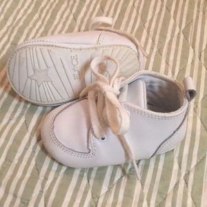 Leather baby shoes. Children's Place
